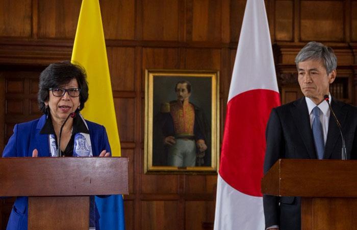 La viceministra de Relaciones Exteriores de Colombia, Luz Stella Jara, y el embajador de Japón, Keiichiro Morishita. Foto: Twitter