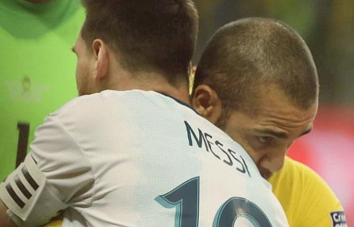Dani Alves redactó carta de agradecimiento a Messi