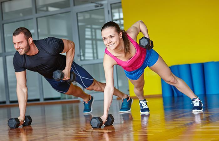 Levantar pesas ayuda ganar músculos