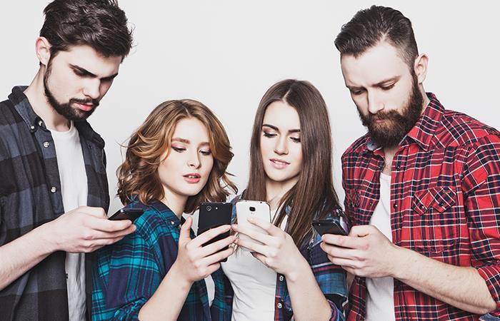Si usas mucho el celular podrías padecer problemas mentales, asegura estudio