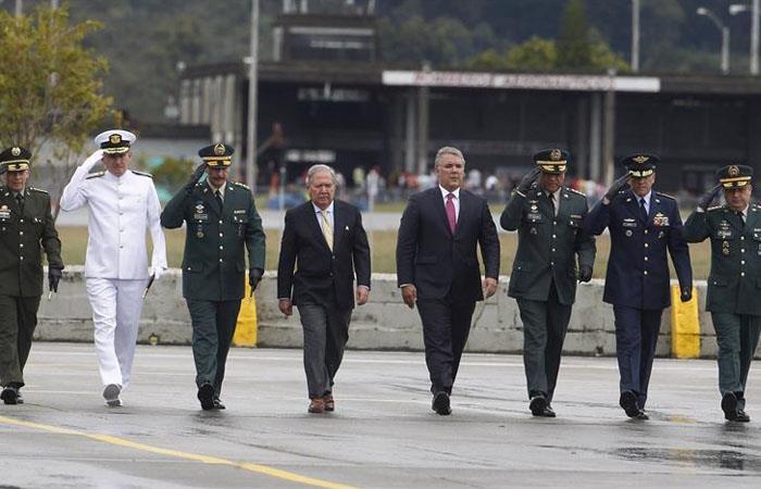Retiran a cuatro generales del Ejército por corrupción