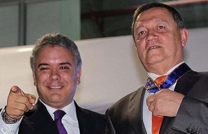 El presidente de Colombia, Iván Duque (izq), y el senador Ernesto Macías (der). Foto: Twitter