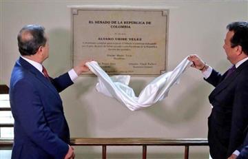 """No hubo """"lambonería"""": Ernesto Macías sobre placa en honor a Uribe en el Senado"""