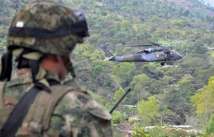 Soldado durante operativo militar en Colombia. Foto: Twitter