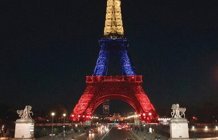 Torre Eiffel con la bandera de Colombia. Foto: Reproducción Twitter