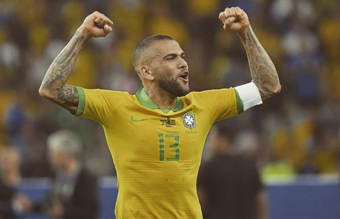 Dani Alves quedó libre en junio luego de su paso por PSG:. Foto: Twitter