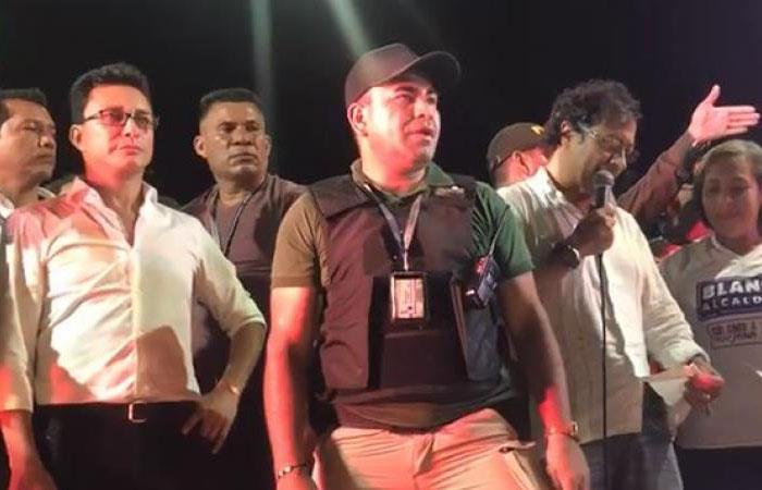 Candidato a la Gobernación de Magdalena, Carlos Caicedo (izq), y el senador Gustavo Petro (der). Foto: Twitter