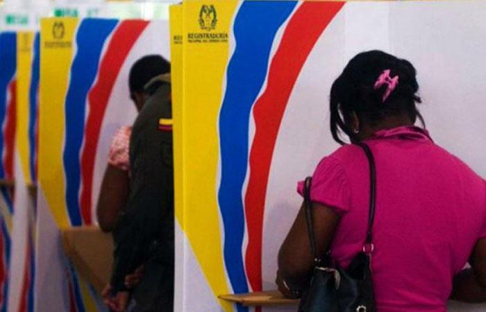 Ciudadanos durante proceso de elecciones en Colombia. Foto: Twitter