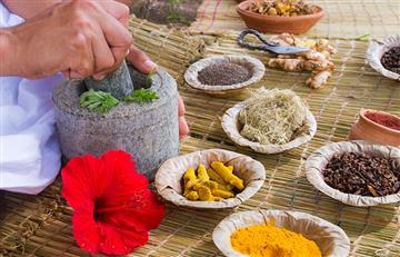 ¿Qué es la medicina alternativa y por qué más colombianos acuden a ella?