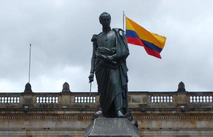 Estatua de Simón Bolívar ubicada en la Plaza de Bolívar (Bogotá). Foto: Twitter