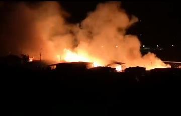 [VIDEO] Incendio en Armenia dejó al menos 130 personas damnificadas
