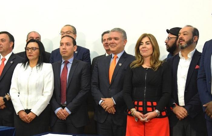 Iván Duque con representantes de los principales partido políticos durante el Foro 'Desinformación y Democracia'. Foto: Twitter
