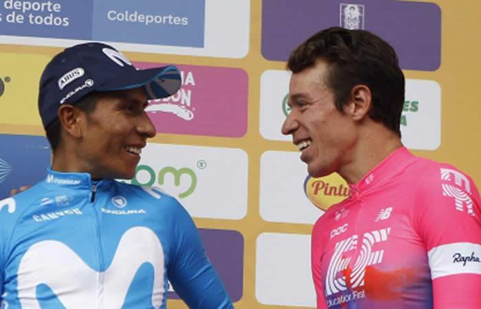 Nairo Quintana conversa con Rigoberto Urán. Foto: EFE