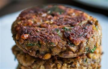 ¿Necesitas proteína? Así puedes hacer hamburguesas de lentejas en casa