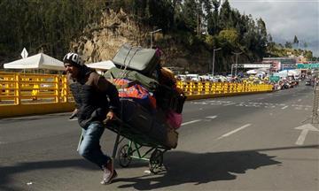 """""""Más de 11 mil venezolanos salieron de Colombia hacia Ecuador"""": Migración Colombia"""