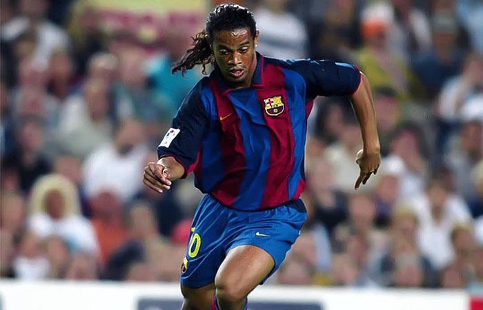 Ronaldinho desplegó su mejor fútbol con Barcelona. Foto: Twitter @10Ronaldinho