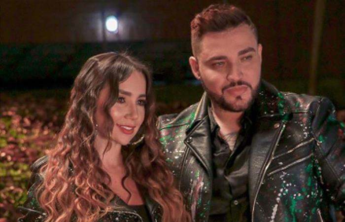 Paola Jara y Jessi Uribe, cantantes de música popular. Foto Instagram: @paolajarapj