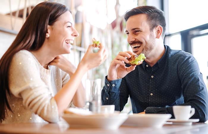 Estas opciones de recetas pueden prepararlas en pareja y disfrutar de tiempo de calidad. Foto: Shutterstock.