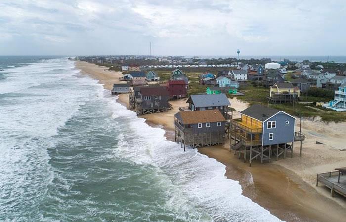 Aunque el huracán ha perdido fuerza, aún mantiene su imponente categoría 2. Foto: EFE.
