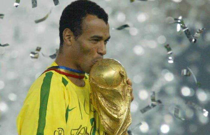 Cafú fue campeón del mundo en 1994 y 2002. Foto: Twitter