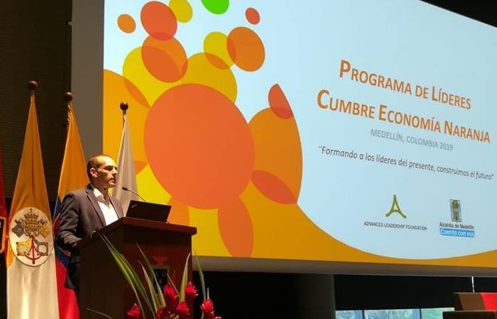 Juan Verde, presidente de la Fundación Advanced Leadership (ALF), durante la cumbre de economía naranja en Medellín. Foto: Twitter