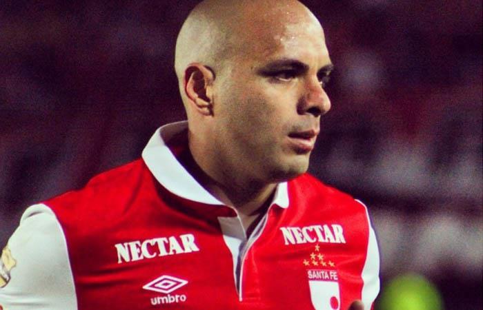 Omar Pérez lleva seis meses fuera de los campos de juego. Foto: Instagram @redstoreoficial