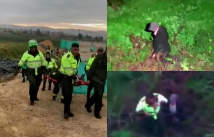 Las autoridades rescataron al adulto mayor en medio del humedal Juan Amarillo. Foto: Captura youtube.