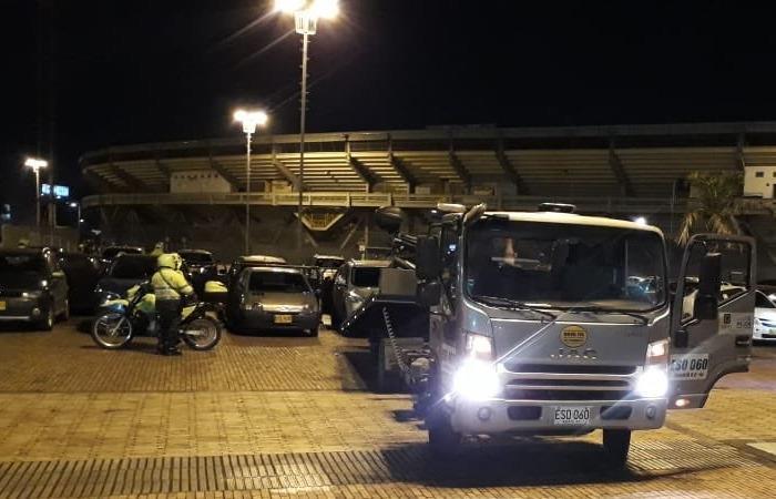 Inmovilizan 50 carros mal parqueados durante concierto de Fonseca. Foto Twitter: @Bocarejo_JP