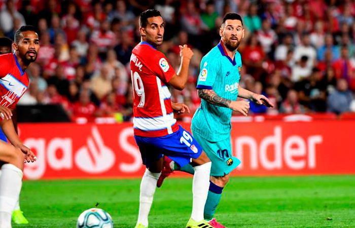 Lionel Messi en acción en el partido ante Granada. Foto: EFE