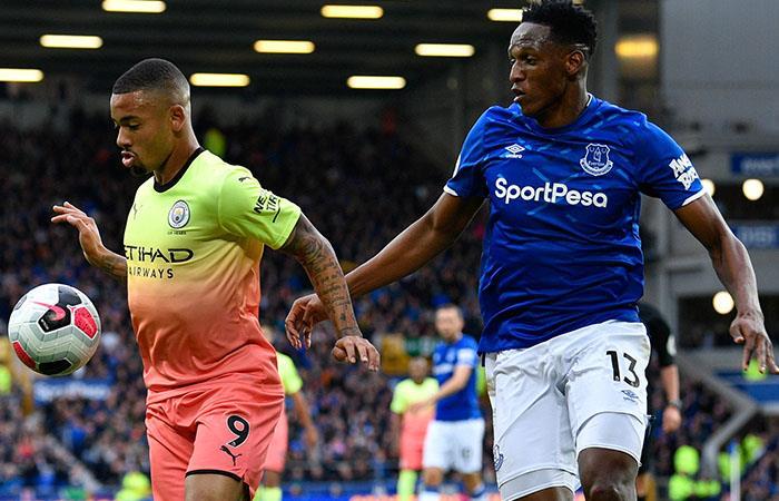 Yerry Mina jugó los 90 minutos ante Manchester City. Foto: EFE
