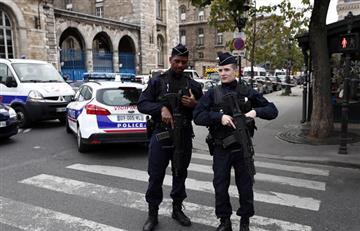 Policía en París asesinó con cuchillo a cuatro de sus compañeros