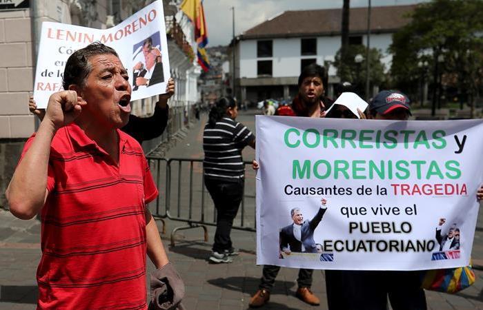 Ciudadanos protestan en Quito (Ecuador), tras el incremento en las tarifas del combustible en ese país. Foto: EFE