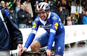 [VIDEO] Álvaro Hodeg ganó el Giro de Musterland mientras dos ciclistas se fueron a los puños