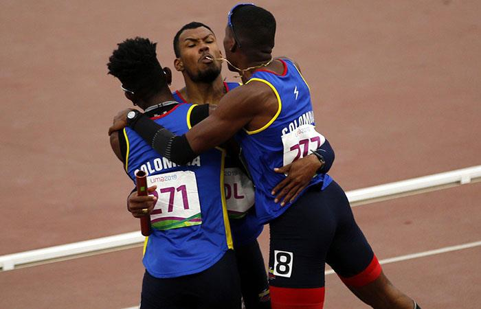 Mundial de Atletismo Colombia final 400 metros relevos anthony zambrano