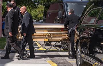 Hijos mayores de José José detienen por dos días su cremación en Miami