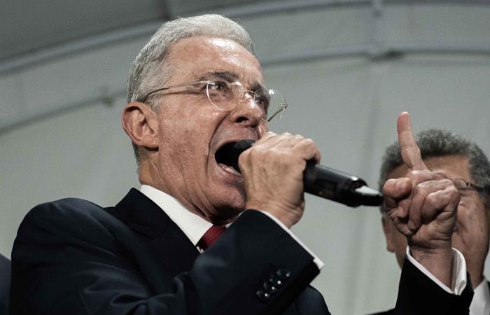 Álvaro Uribe, luego de rendir indagatoria en la Corte Suprema de Justicia. Foto: EFE