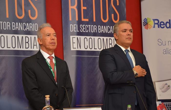 Jóvenes podrían ganar menos del 75% del salario mínimo en Colombia. Foto Twitter: @anifco