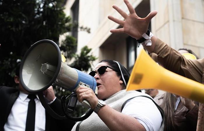 Vaticano pregunta por monja defensora de Uribe
