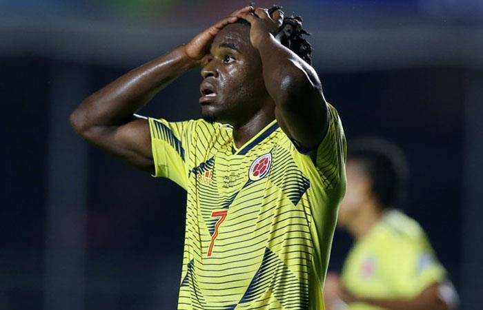 Duván Zapata prendió las alarmas en la Selección Colombia. Foto: Twitter