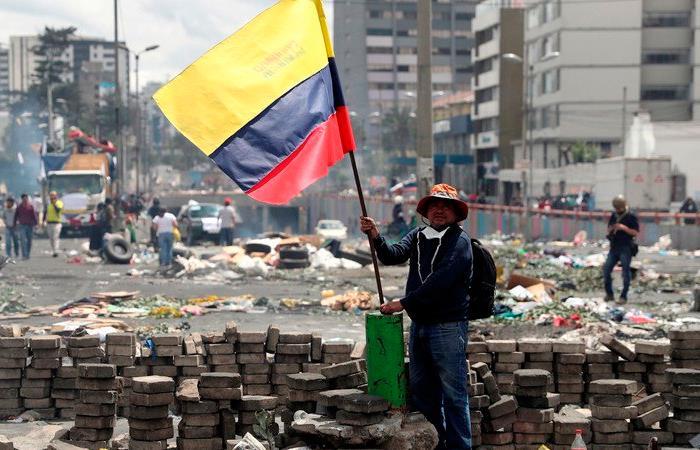 Gobierno indígenas acuerdo termina protestas Ecuador subsidio combustibles