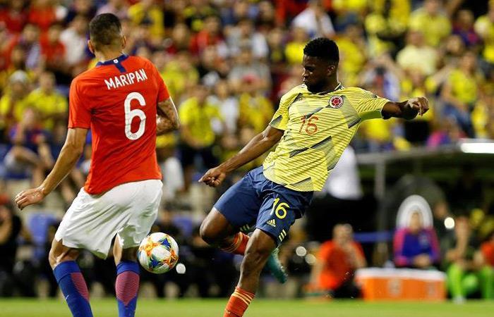 Esta es la actual camiseta de la Selección Colombia con la cual enfrentó a Chile. Foto: EFE