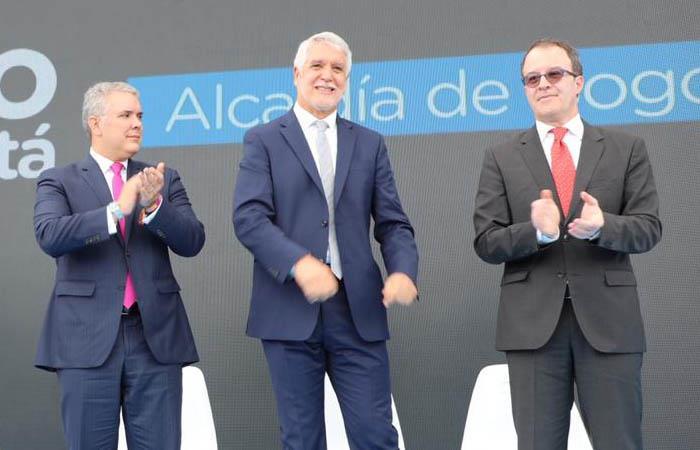 Peñalosa y Duque presentaron al consorcio encargado de constriur el Metro de bogotá. Foto: Twitter