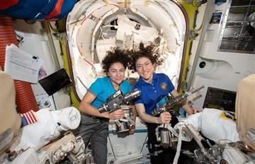 Dos astronautas dieron el primer paseo femenino en el espacio