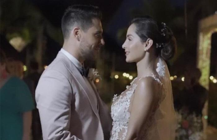 Postal que dejó el matrimonio entre Carmen Villalobos y Sebastián Caicedo. Foto: Twitter