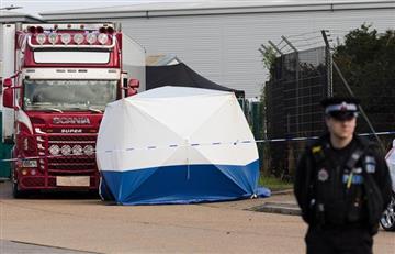 [VIDEO] Policía de Inglaterra descubrió camión con 39 personas muertas