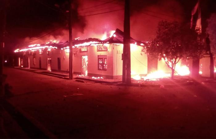 Así quedó la Alcaldía de Nechí, Antioquia. Foto: Twitter