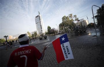 """[VIDEO] Millones de chilenos entonaron """"El baile de los que sobran"""" en medio de las protestas"""