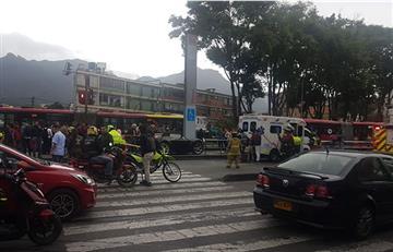 Accidente de carro en estación de TransMilenio Flores dejó dos heridos