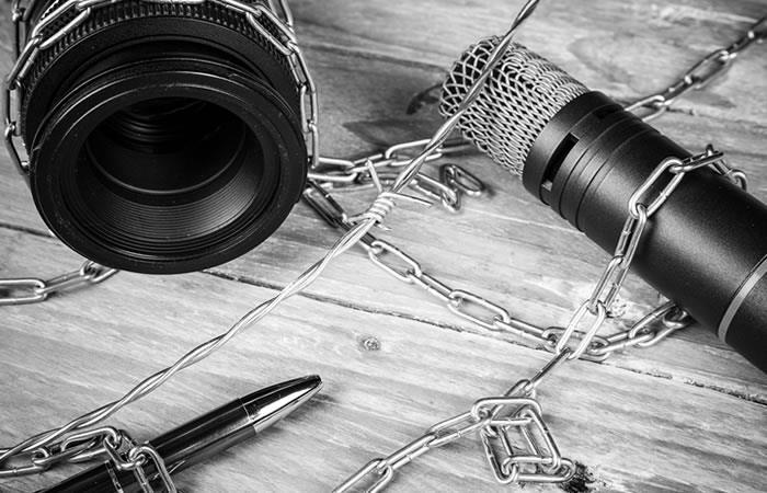 Se exilian dos periodistas colombianos