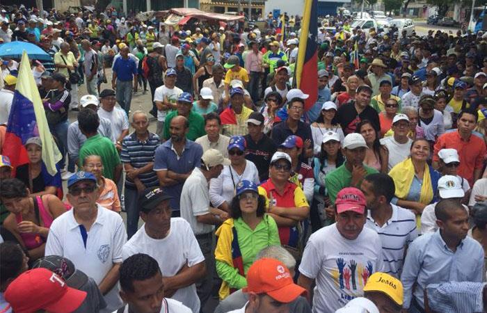 Marchas convocadas por Guaidó terminan en enfrentamientos entre manifestantes